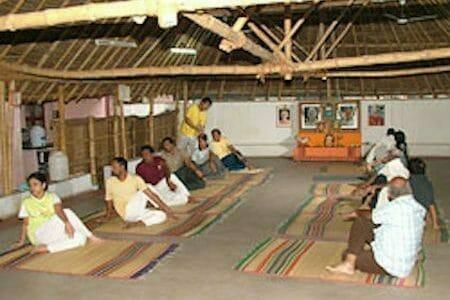 "<div style=""font-family: catamaran; color: #3c2c1e"">Sivananda Yoga Vedanta Centre</br><span style=""font-size: .8em"">Madurai, Tamil Nadu | Inde</span></div>"
