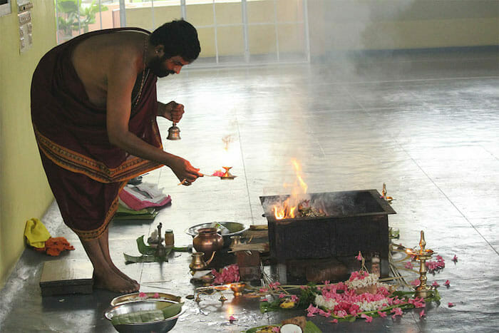 "<div style=""font-family: catamaran; color: #3c2c1e"">Sivananda Yoga Vedanta Centre</br><span style=""font-size: .8em"">Thiruvananthapuram, Kerala | Inde</span></div>"