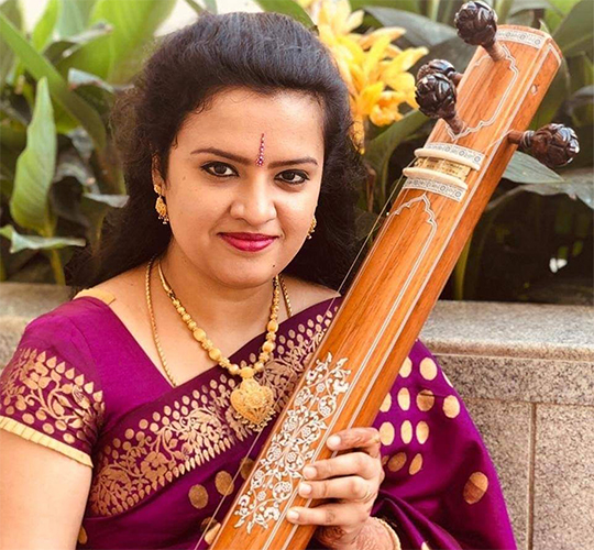 """<div style=""""line-height: 1.3; color: #b04640; font-family: catamaran;"""">Élever vos émotions grâce à la musique carnatique avec Bhavana Pradyumna </div>"""